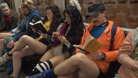 «No Pants Subway Ride»: Ohne Hose in der U-Bahn
