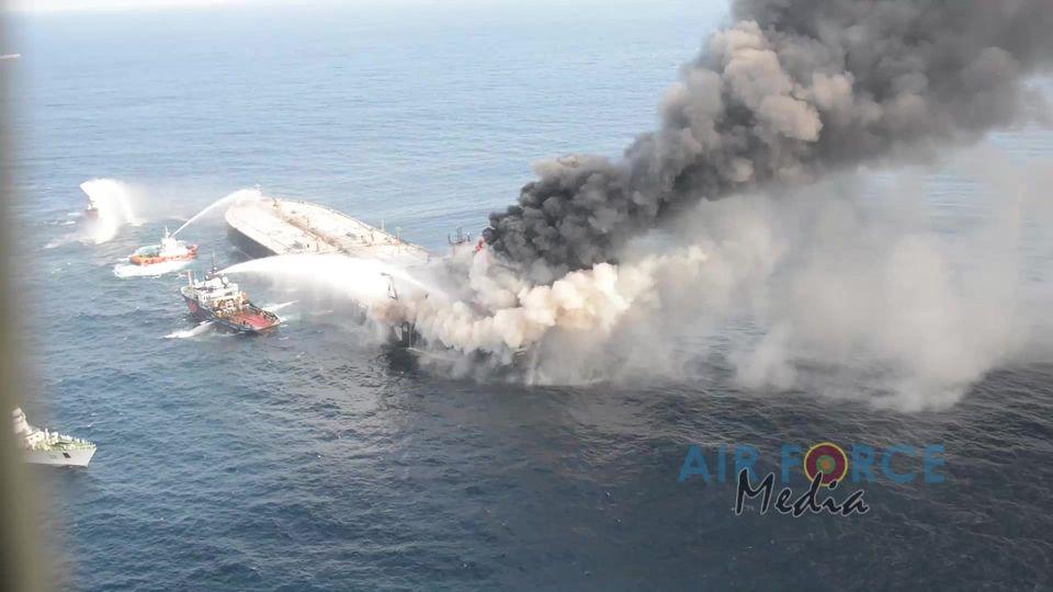 Vor Sri Lanka verunglückter Öl-Tanker von Küste weggeschleppt