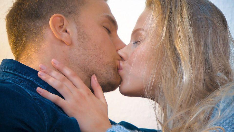 Wegen ihrer Brüste: Der Bachelor schmeißt Favoritin raus