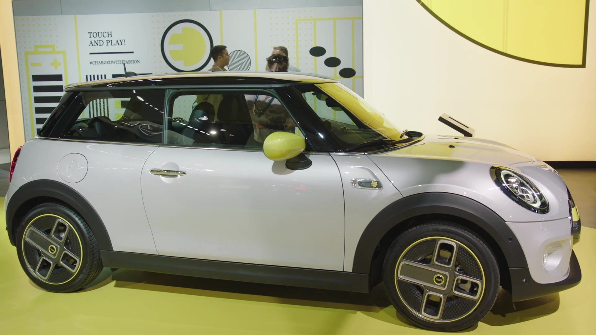 The new MINI Cooper SE at LA Auto Show 2019