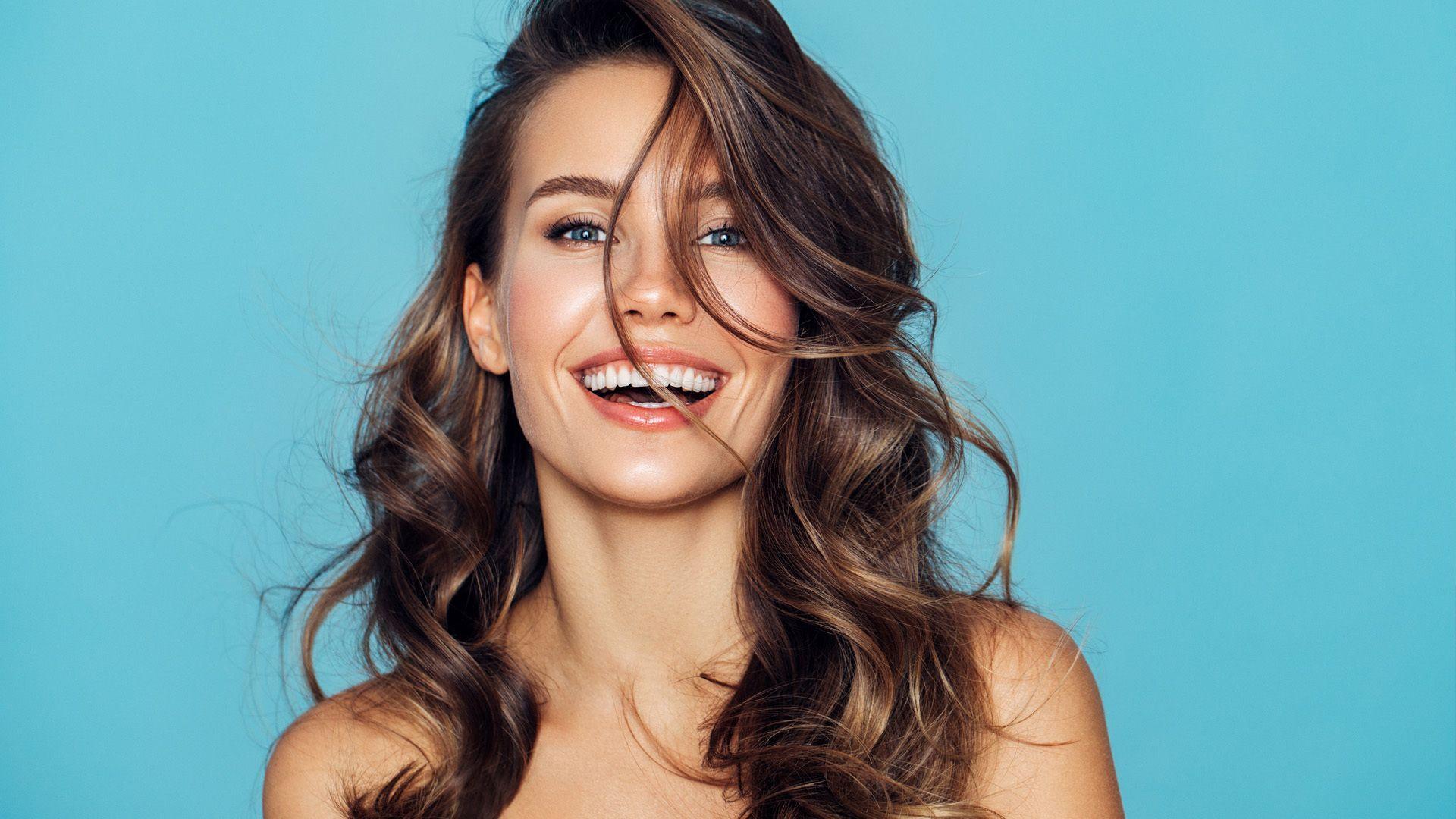 Haare brechen ab: 8 Gründe und was gegen Haarbruch hilft