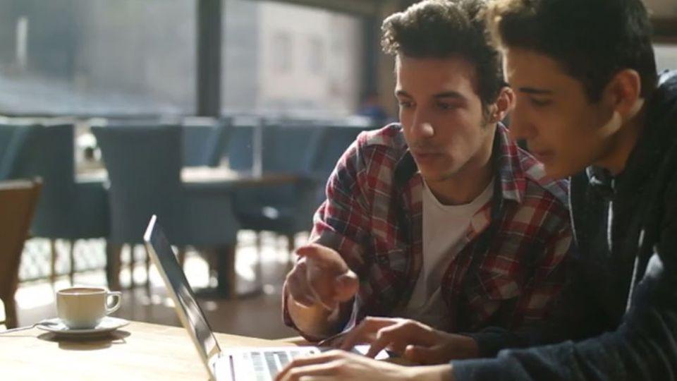 Ingenieur statt Influencer: Jugendliche bevorzugen traditionelle Jobs