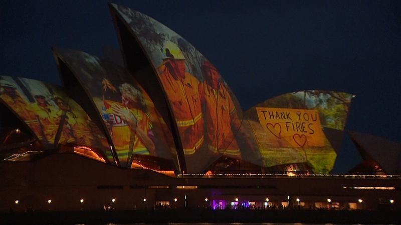 Bilderschau an der Oper in Sydney: Dank an die Helden der Buschfeuer